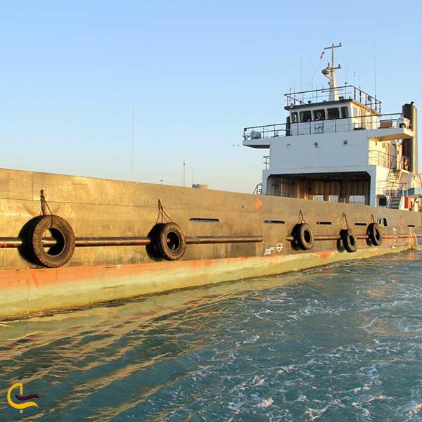 تصویر کشتی بزرگ در بندر لافت