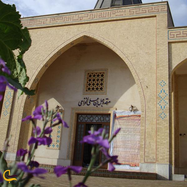 آرامگاه و مقبره شاعر بزرگ خزاعی