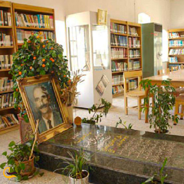 مزار امیر توکل کامبوزیا در کتابخانه او