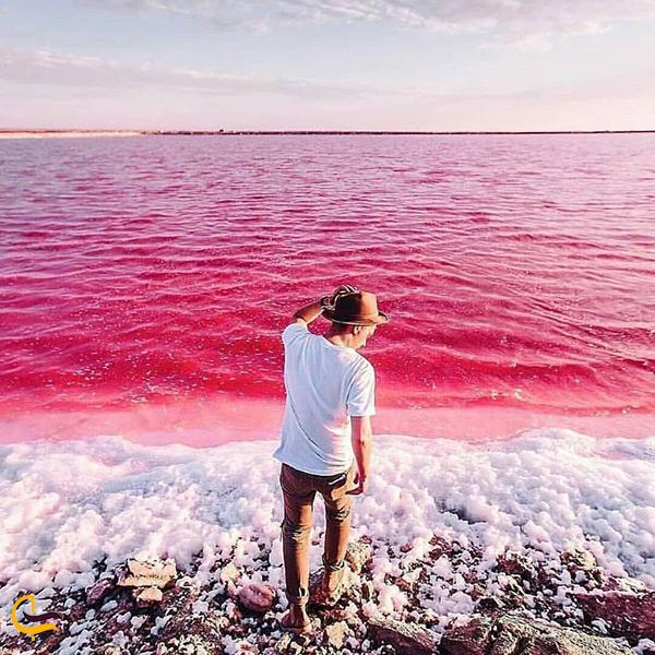 تصویر زیبای هنری در دریاچه مهارلو
