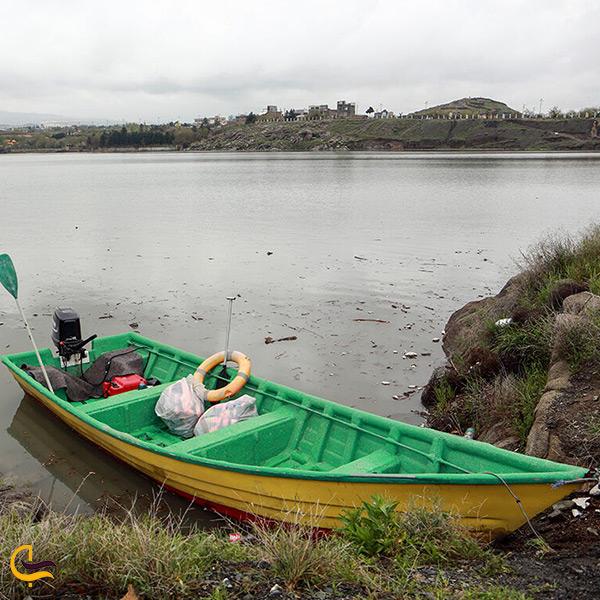 قایق سواری در سد گلستان
