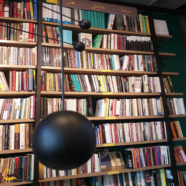 تصویری از فروشگاه کتاب بوک لند مرکز خرید پالادیوم تهران