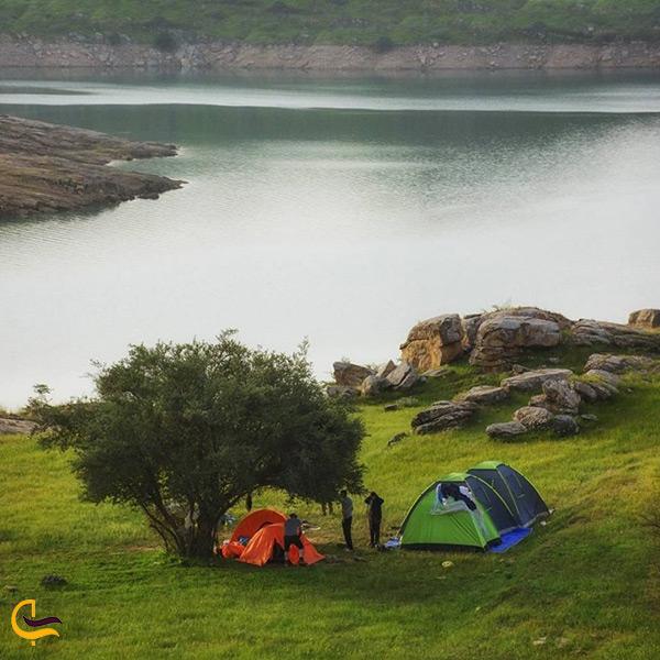 کمپ در کنار دریاچه زیبای شهیون