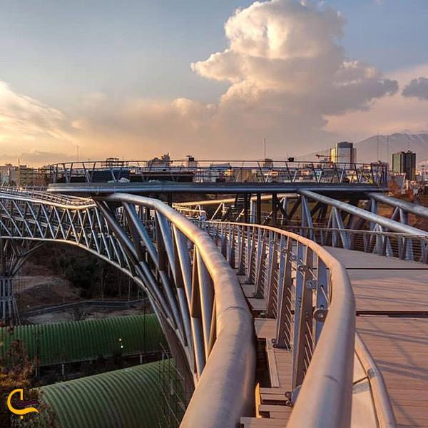 طبقات مختلف پل طبیعت تهران