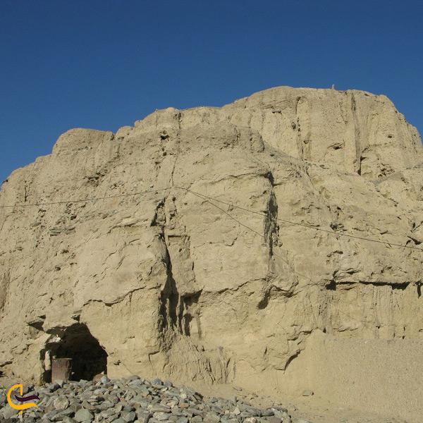 بقایای تاریخی تپه مهتاب سراوان