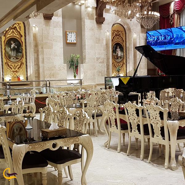 فضای داخلی رستوران ۱۳۳ تهران