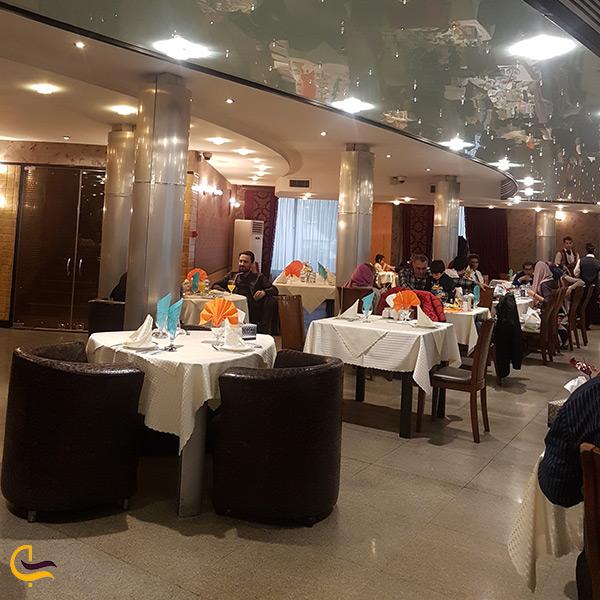 فضای داخلی رستوران البرز
