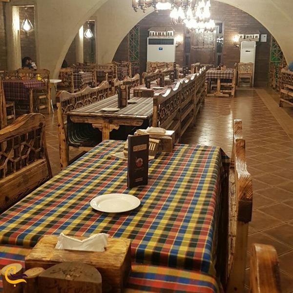 فضای داخلی رستوران محلی چاشت در محمودآباد