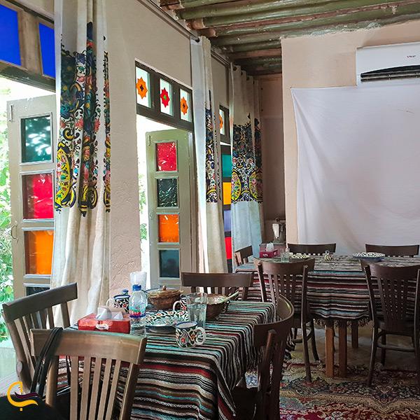 فضای داخلی رستوران پرهامی
