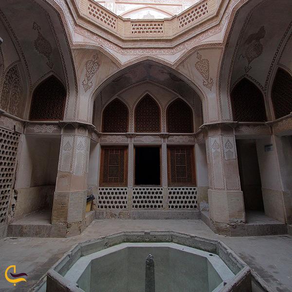 تصویر نمای داخل خانه عباسیان کاشان