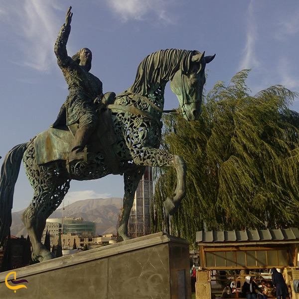 تصویر مجسمه زیبای بوستان بنادر