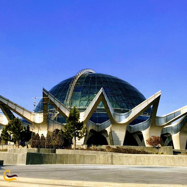 تصویر ساختمان اصلی آسمان نمای گنبد مینا