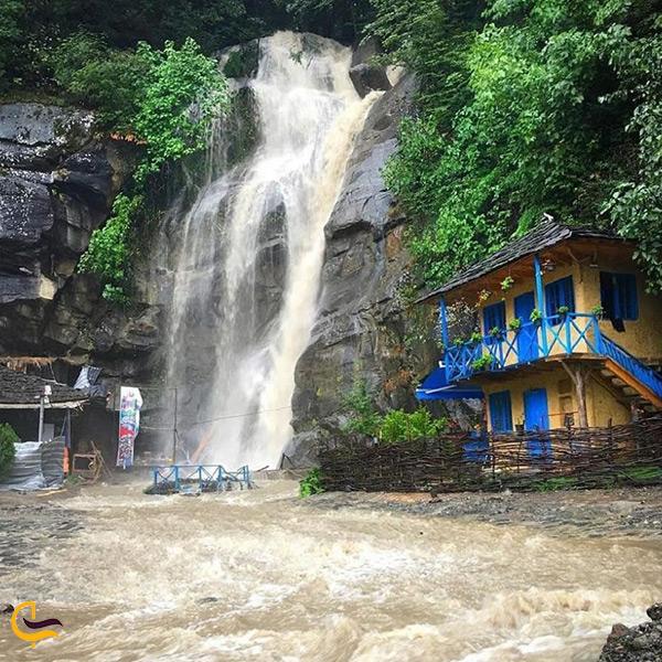 آبشار خروشان و زیبای رامسر