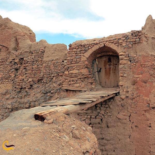 آثار به جا مانده از بقایای تاریخی شهر ایزدخواست