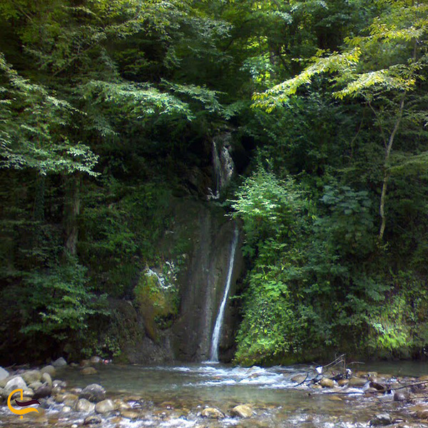تصویر نمای دور آبشار تودارک