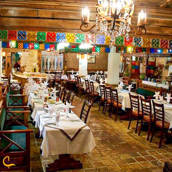 نمایی از فضای داخلی رستوران سنتی گیلار