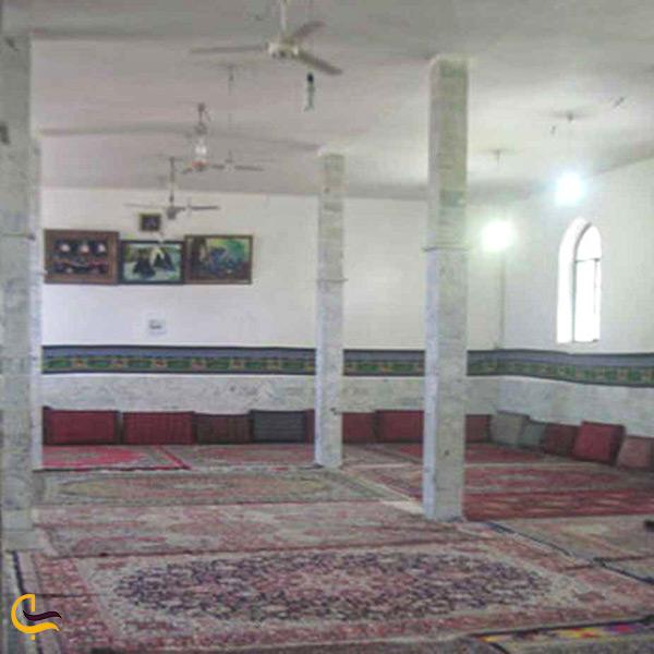 فضای داخل امامزاده عبدالله در شهرستان پیشوا
