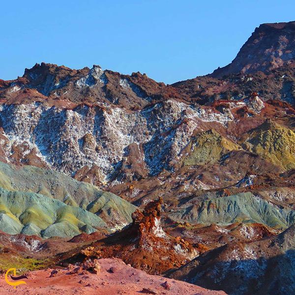 رنگ های گوناگون کوه های دره رنگین کمان