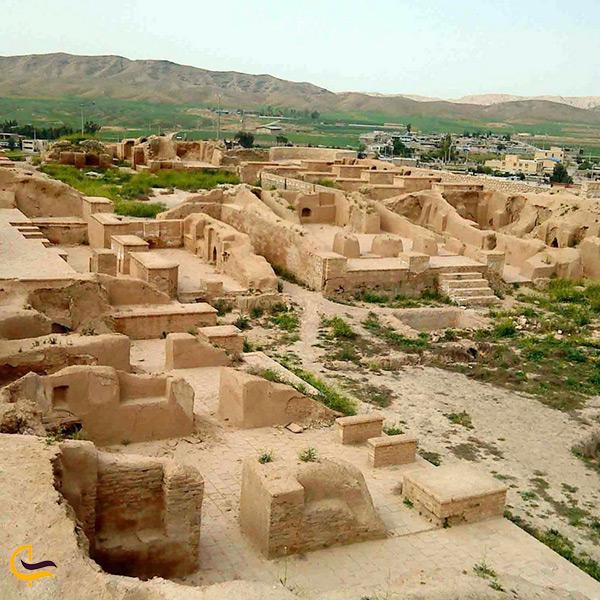 نمای کلی شهر باستانی حریره کیش