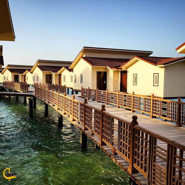 اقامت در هتل دریایی بسیار زیبا ترنج کیش در همسایگی کشتی یونانی