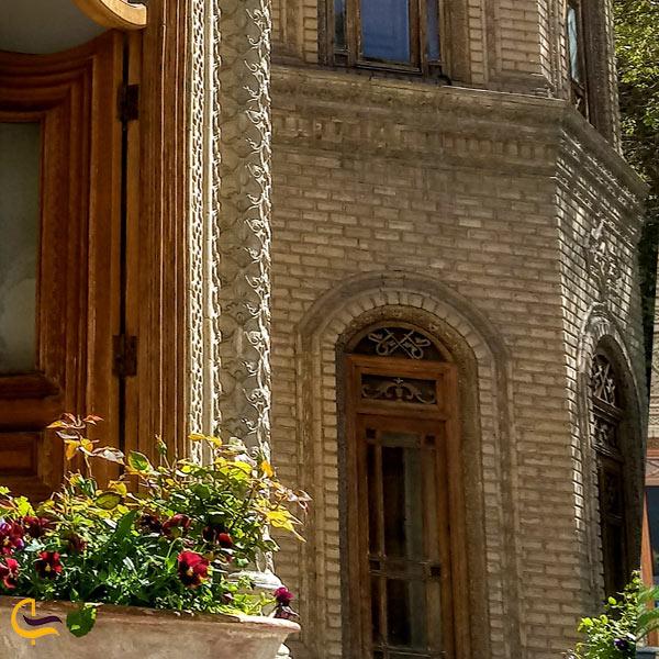 تصویری از معماری ساختمان اصلی موزه آبگینه تهران