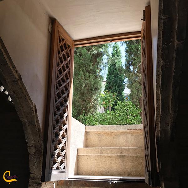 در ورودی سرداب خانه ملاباشی اصفهان
