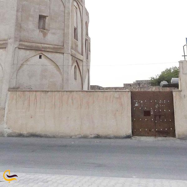 در ورودی قلعه خورموج