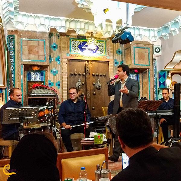 نمایی از گروه موسیقی دررستوران شبستان