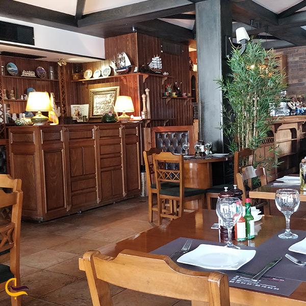 رستوران زیبا و بلامونیکا به سبک ایتالیایی