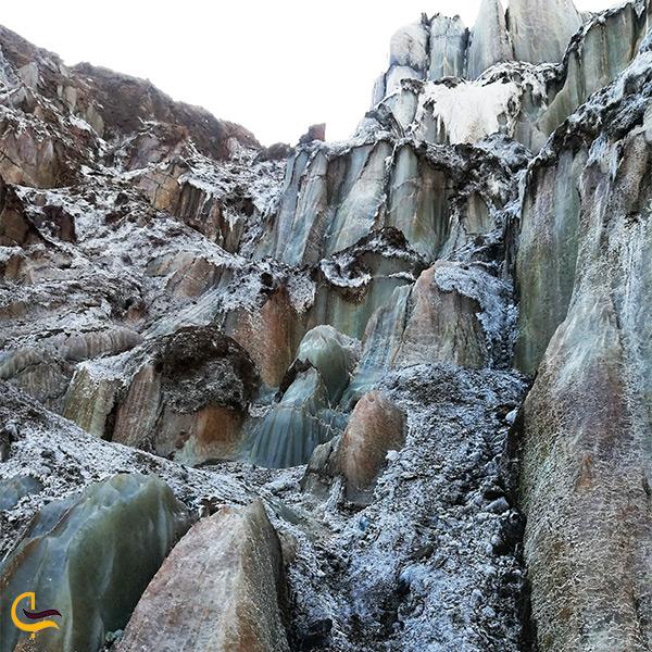 تصویر زیبا از سنگ های کوه الهه نمک