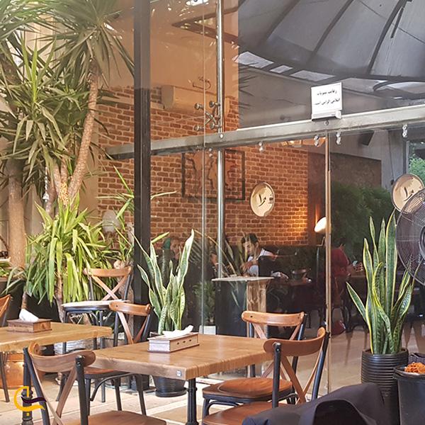 تصویری از فضای بیرون کافه ژوان تهران