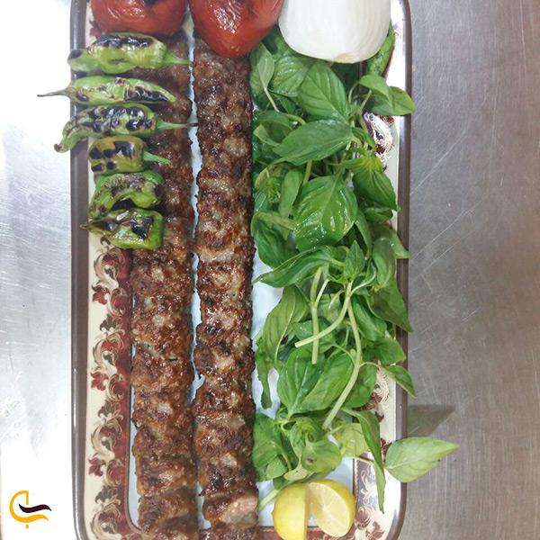 کباب های خوشمزه کبابی نان داغ کباب داغ شبهای تهران