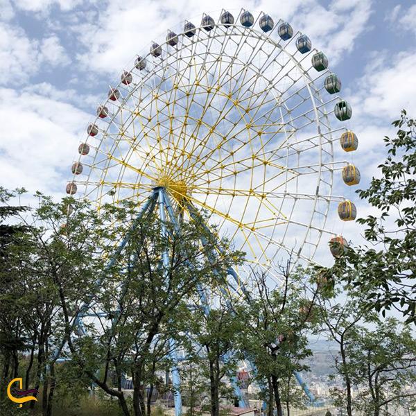 چرخ و فلک هیجان انگیزشهربازی و پارک متاتسمیندا تفلیس