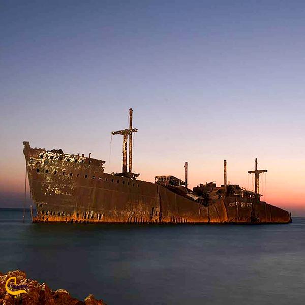 تصویری از کشتی یونانی کیش