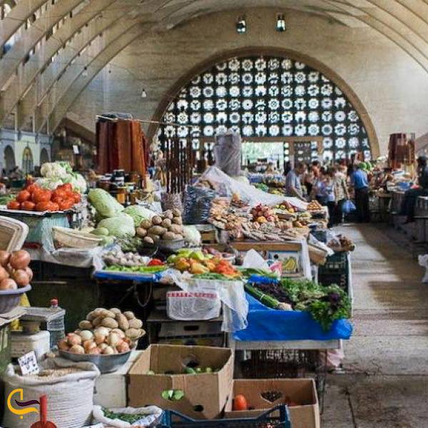 داخل بازار سرپوشیده پاک شوکا در ارمنستان