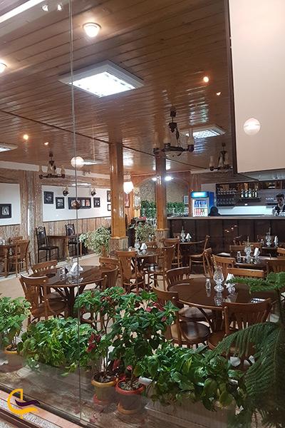 فضای داخلی رستوران آرش کلاردشت