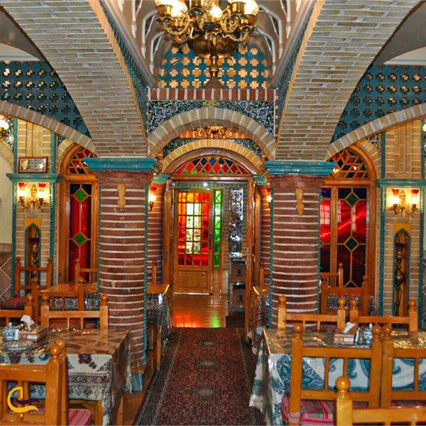 تصویری از فضای داخلی رستوران باربد