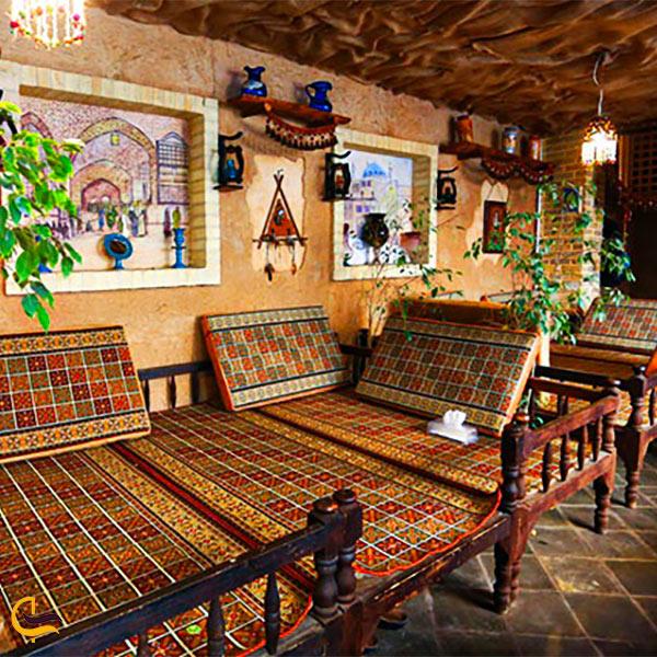 تصویری از فضای داخلی رستوران نون و نمک فخرالملوک