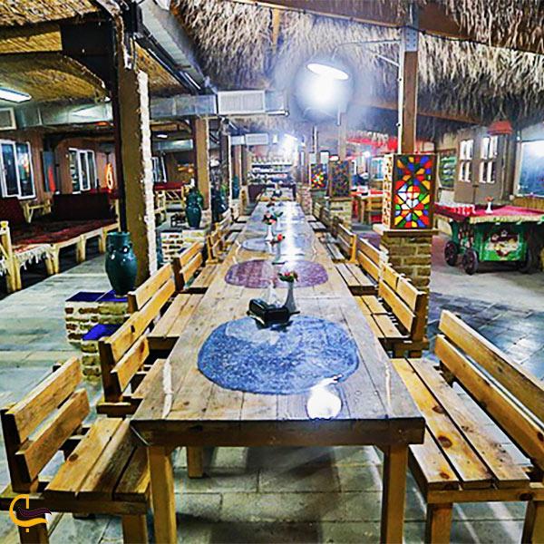 نمایی از فضای داخلی رستوران سنتی سروستان