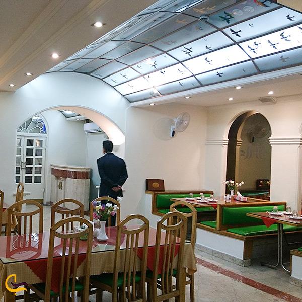 فضای داخلی رستوران قناری تهران