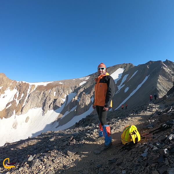 کوهنوردی بر روی کوه علم کوه