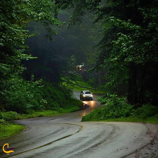 منظره ی بارانی جاده کلاردشت به عباس آباد