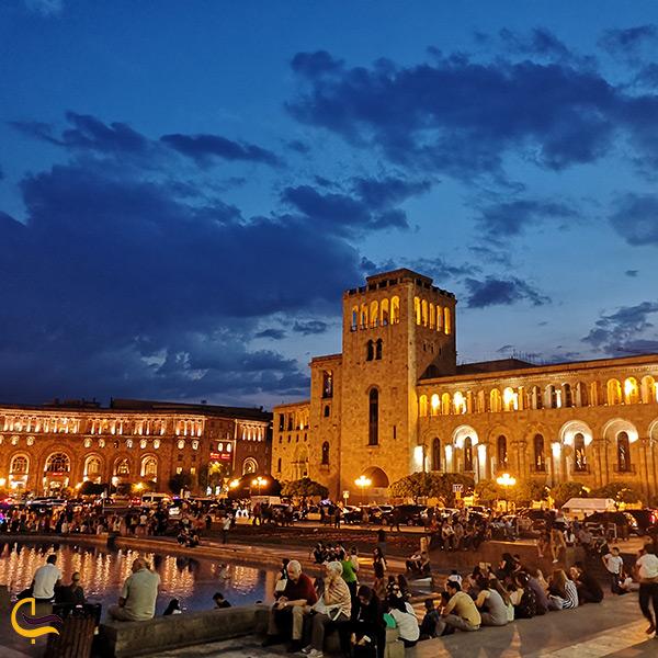 میدان جمهوری ایروان در نمای شب