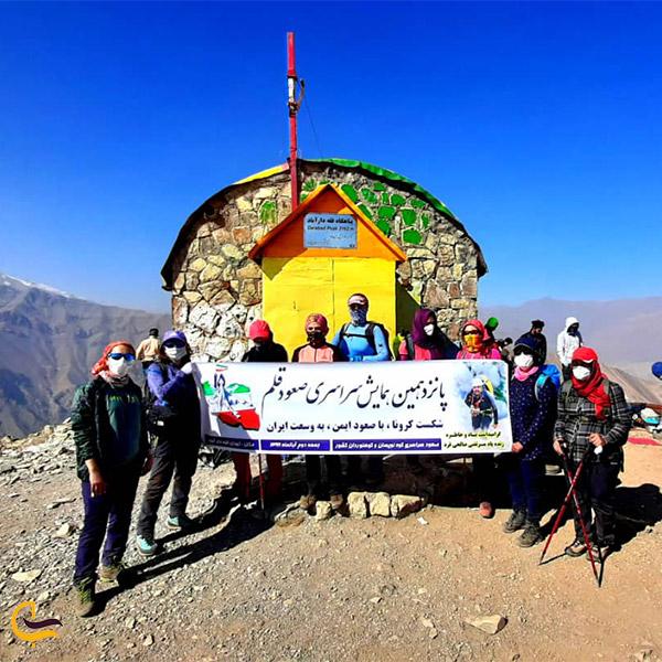 نمایی از پناهگاه در مسیر صعود به قله دارآباد