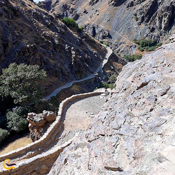 نمایی از مسیر اصلی صعود به قله دارآباد