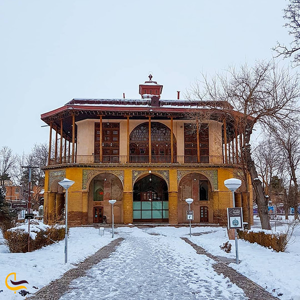 بازدید از کاخ چهلستون قزوین در باغ صفوی