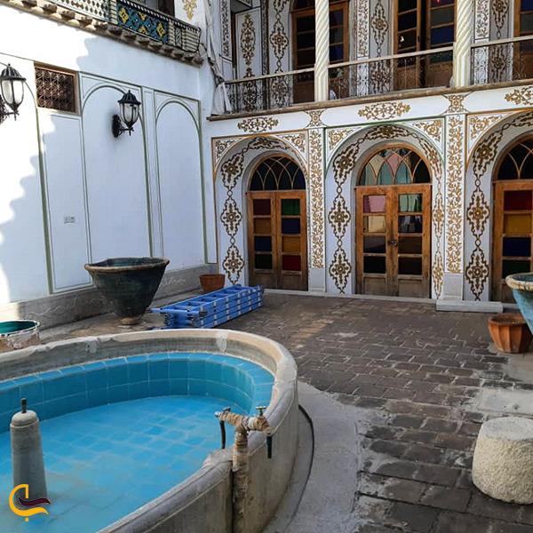 حیاط خانه ملاباشی اصفهان