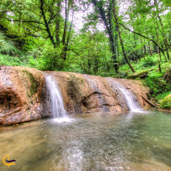نمایی از آبشار جنگل بز چفت