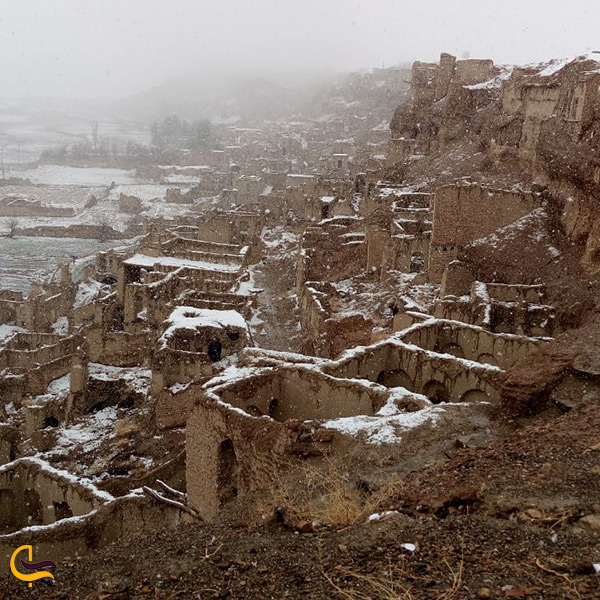 تصویر زیبای دژ ایزدخواست در فصل زمستان
