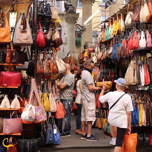 تصویری از مغازه کیف و کفش بازار بزرگ استانبول